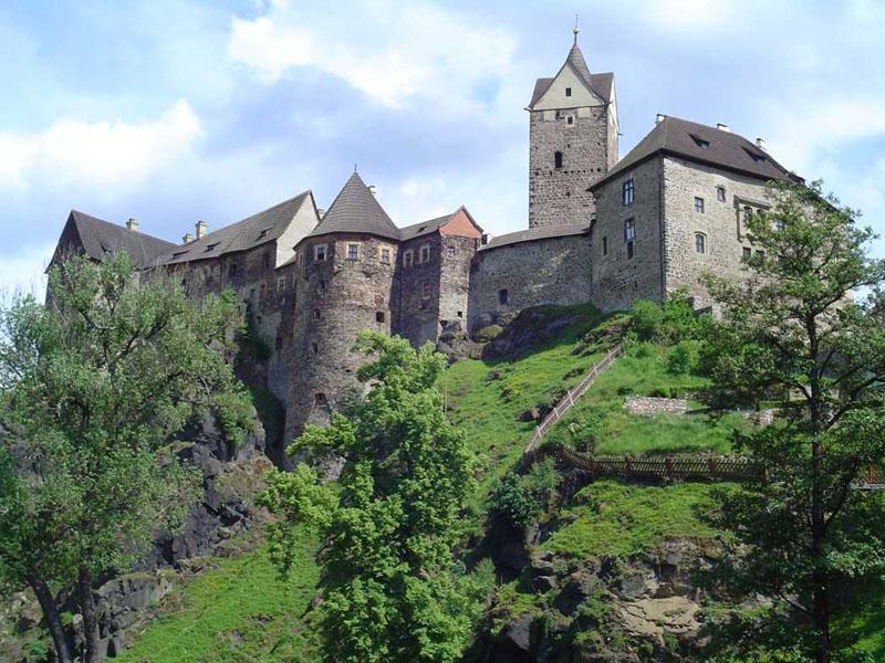 В замок локет